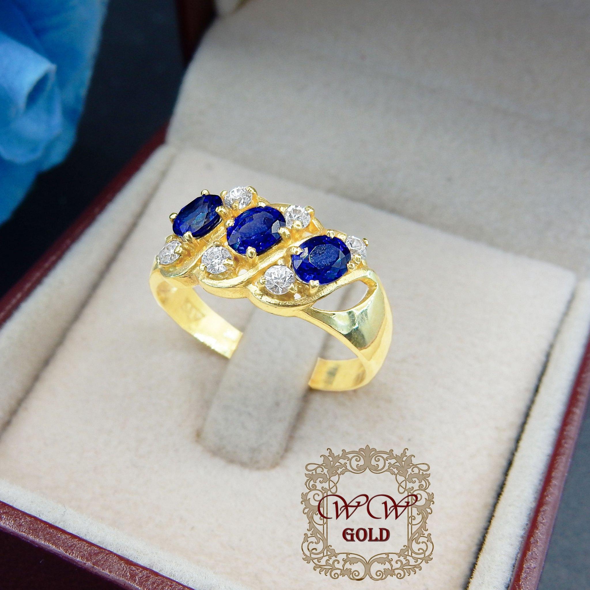 แหวนพลอยสีน้ำเงิน + เพชรสวิส (cz)